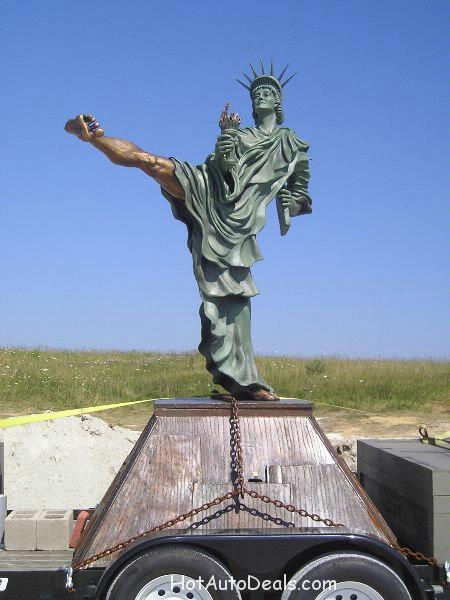 Statue of Libery Kicking ASS! <p>Here's a picture of a statue of liberty which was created by an artist who travels around the country in the name of peace and america kicking ass!</p>
